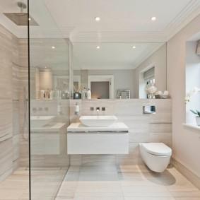 Ванная комната с римской шторой