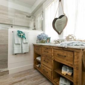 Деревянная мебель в ванной стиля прованс