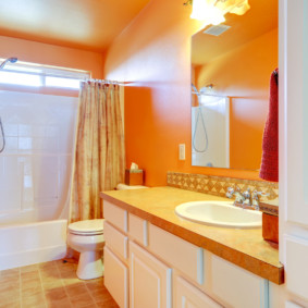 Крашенные стены оранжевого цвета