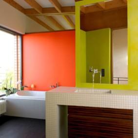 Яркие акценты в ванной комнате