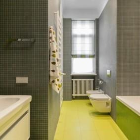 Желтый пол в ванной комнате