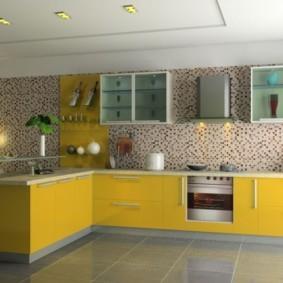 Желтые фасады кухонного гарнитура