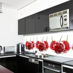 Огромные вишни на кухонном фартуке
