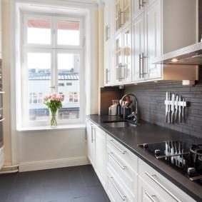 Двухрядная планировка кухни в городской квартире