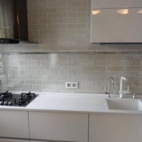 Имитация кирпичной кладки на стене кухни