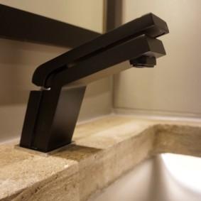 Черный смеситель для туалета в стиле лофт