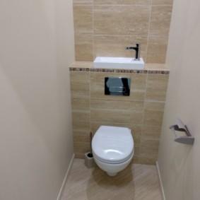 Место для раковины в крохотном туалете