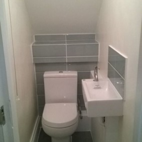 Маленький туалет в стиле минимализма