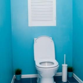 Голубые стены и синий пол