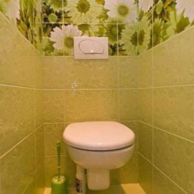 Обои с цветочками в интерьере туалета