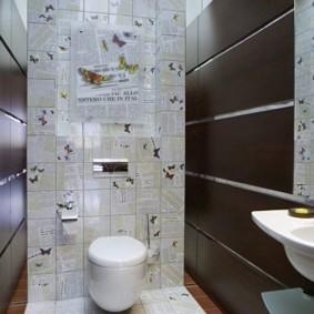 Коричневые панели на стене туалета