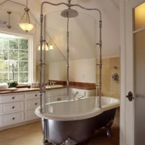 Ретро-душ в ванной загородного дома