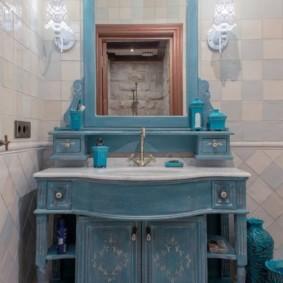 Умывальник в ванной деревенского стиля