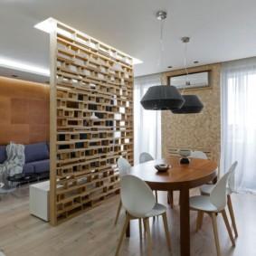 Деревянный стол овальной формы