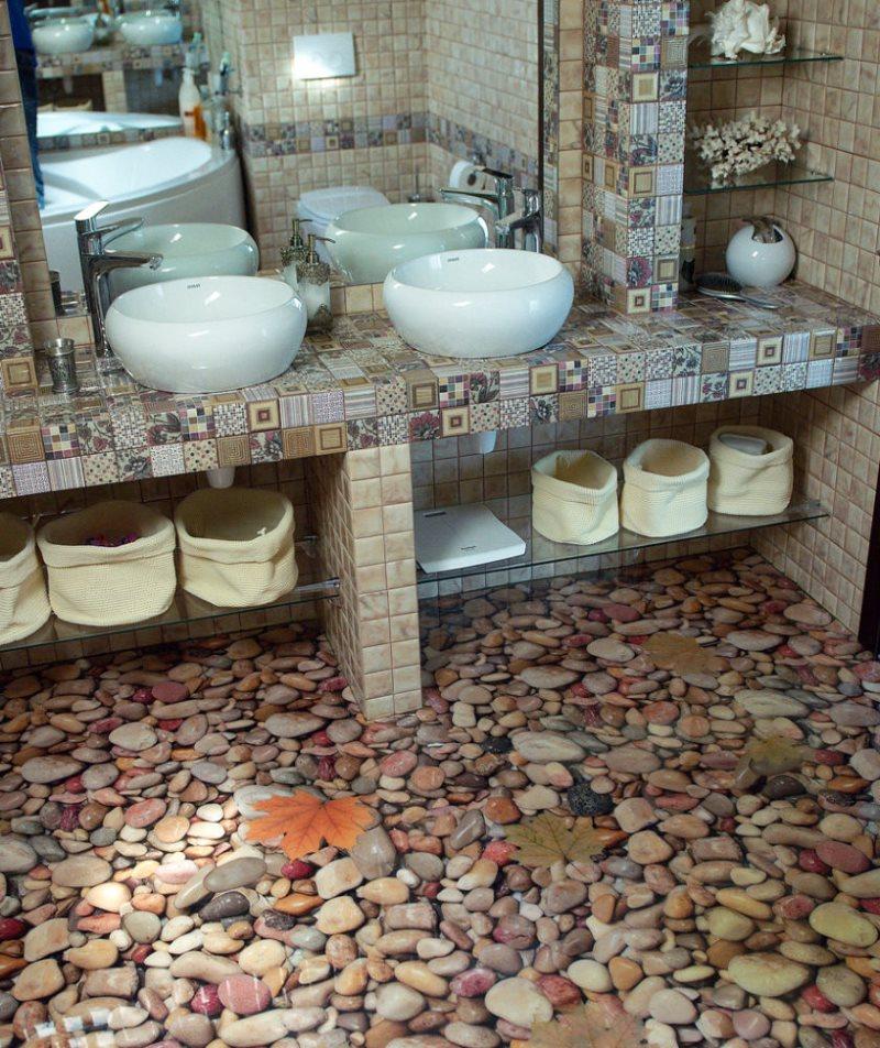Морская галька на полу в ванной комнате