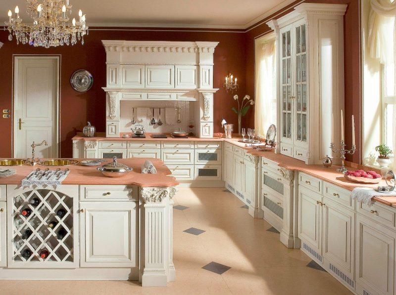 Кухонная мебель с деревянными фасадами в стиле классики
