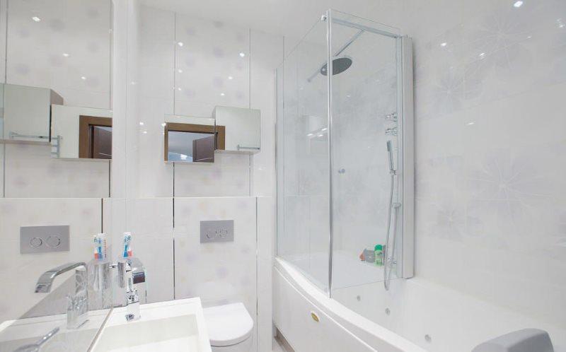 Светлая ванная комната после капитального ремонта