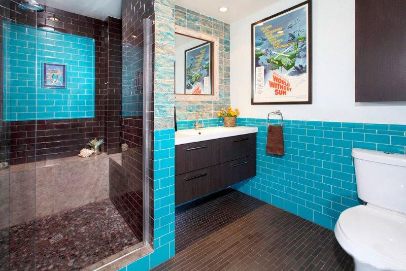 Комбинация голубой и черной керамической плитки