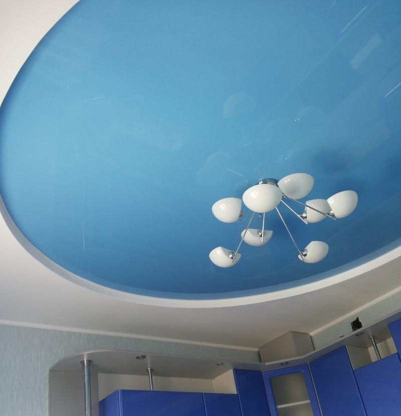 Голубое полотно натяжного потолка