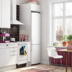 холодильник на кухне фото оформления
