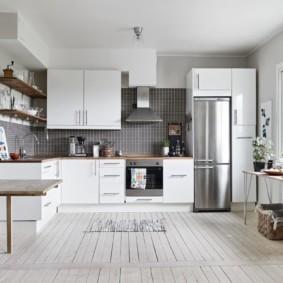 холодильник на кухне варианты фото