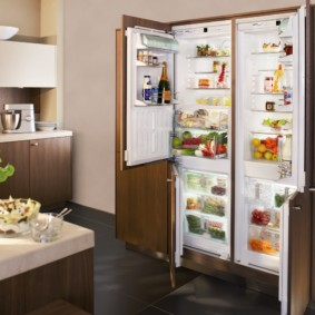 холодильник на кухне виды фото