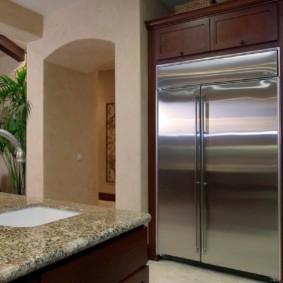 холодильник на кухне в викторианском стиле
