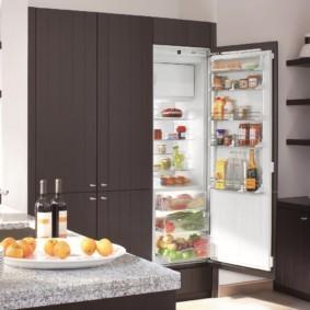 холодильник на кухне идеи