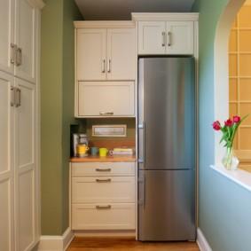 холодильник на кухне дизайн фото