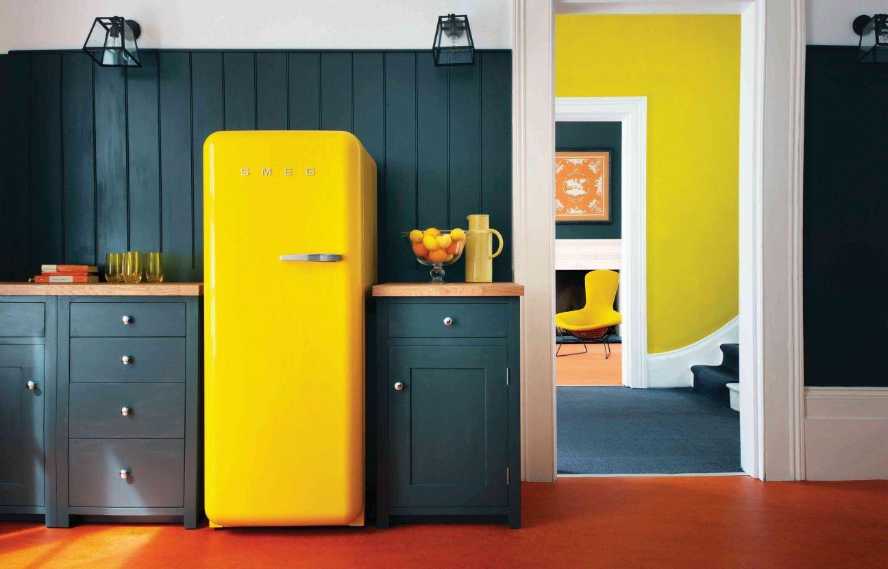 холодильник желтого цвета
