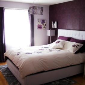 интерьер спальни в фиолетовых тонах декор