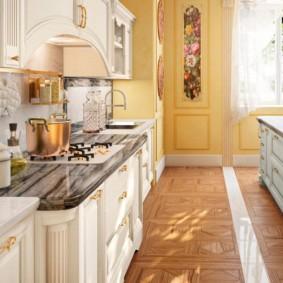 Паркетный пол в светлой кухне