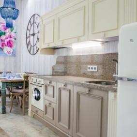 Дверца холодильника в ретро-стиле