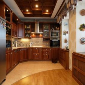 Кухня в городской квартире с угловым гарнитуром
