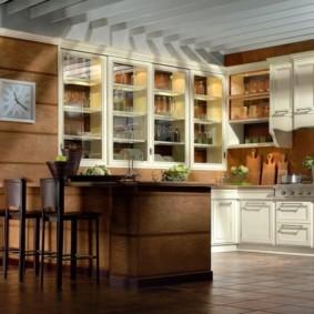 Стеклянные вставки в дверцах кухонного гарнитура