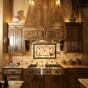 Деревянная отделка кухонной вытяжки