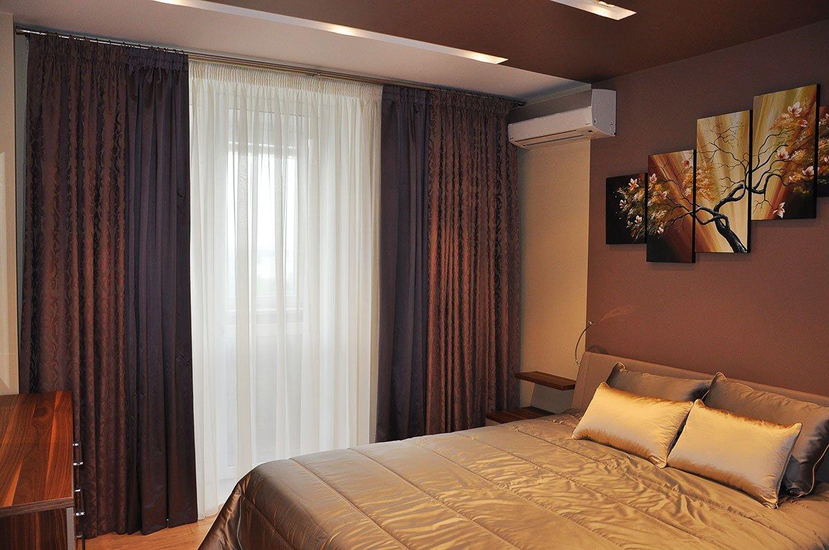 темные шторы для спальни