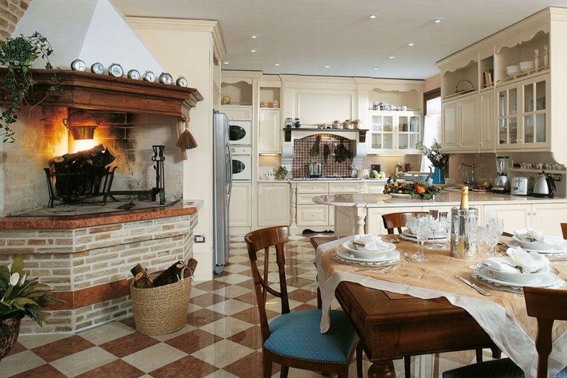 Кухня-гостиная с камином в стиле классики