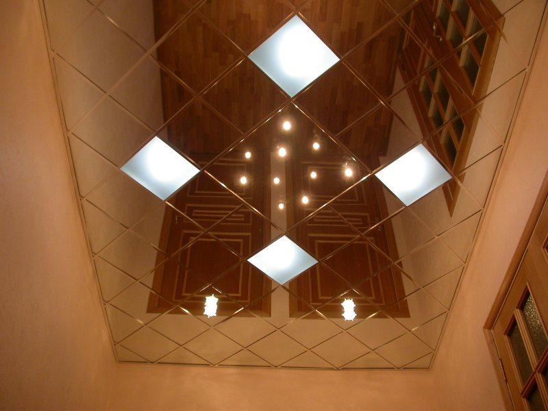 Кассетный потолок с зеркальной поверхностью