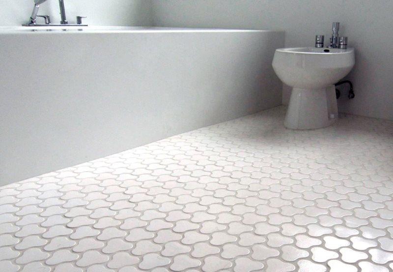 Фигурная плитка белого цвета из керамики