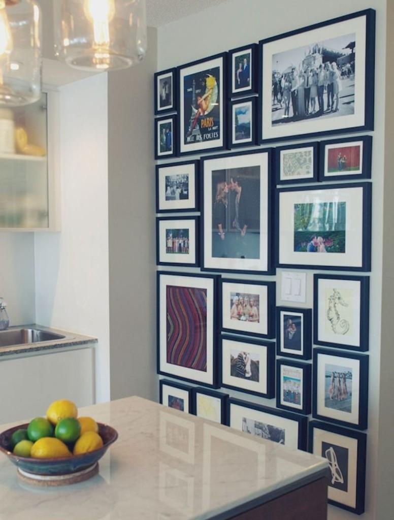 Коллаж из фотографий на кухонной стене