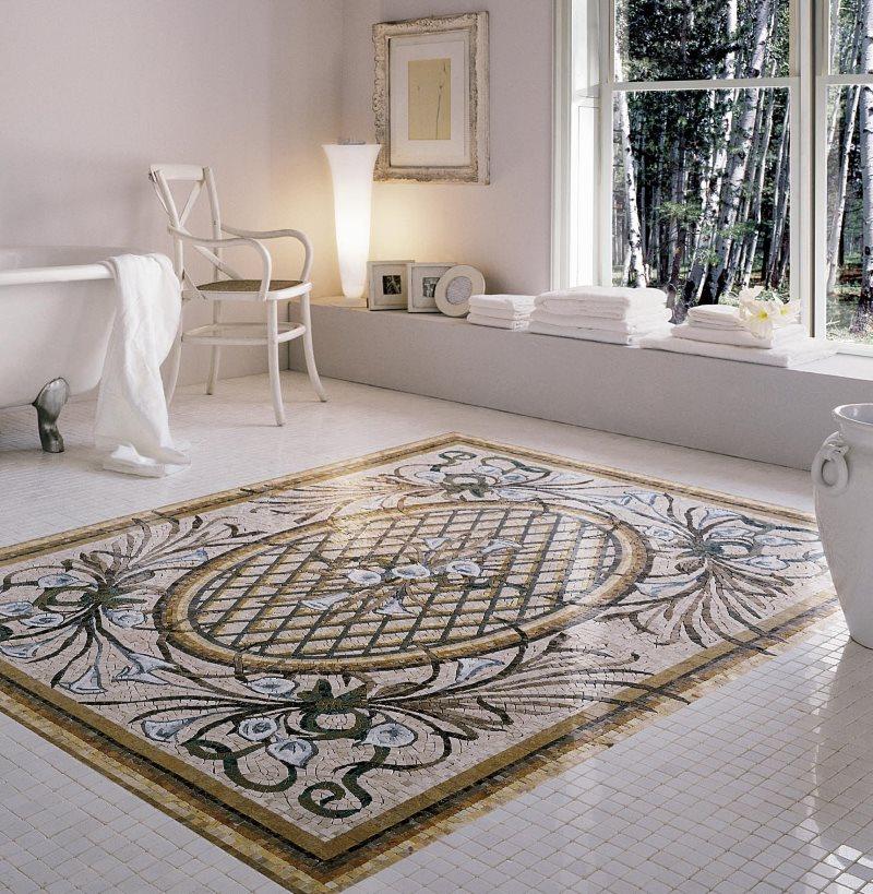 Ковер из керамической плитки на полу ванной комнаты