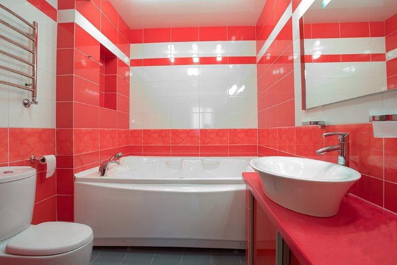 Красный цвет в интерьере ванной комнаты