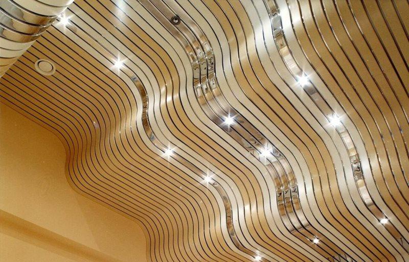 Реечный потолок радиусной конструкции