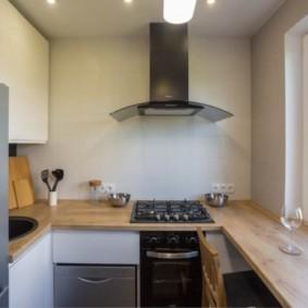 Деревянная столешница вместо кухонного подоконника