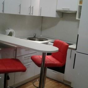 Барные стулья красного цвета
