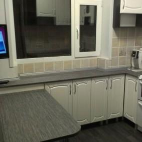 Оформление окна кухни без занавесок