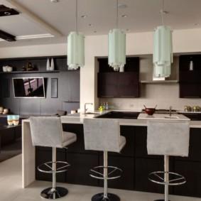 Кухня гостиная с темной мебелью