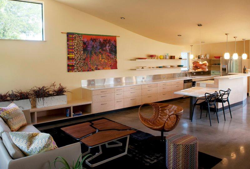 Дизайн кухни-гостиной в частном доме в стиле модерн