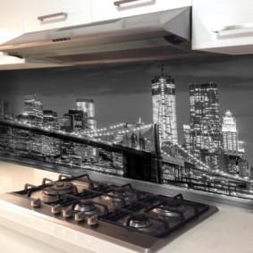 Ночной город на кухонном фартуке